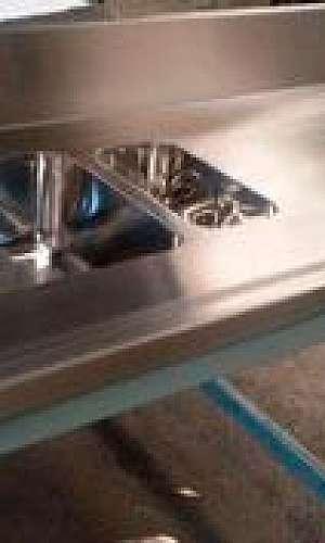 Bancada para cozinha em aço inox