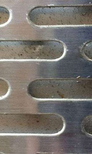Chapa de ferro perfurada