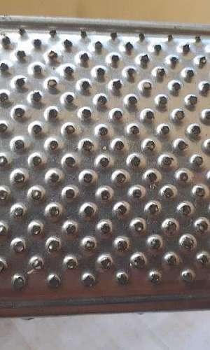 Chapa perfurada em aço inox