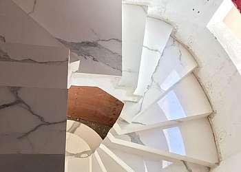 Cantoneira para escada de porcelanato