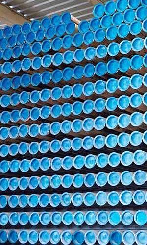 Tubos e conexões de aço